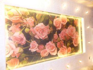 """Фотопечать """"Розы на сатине"""", подсветка светодиодной лентой."""