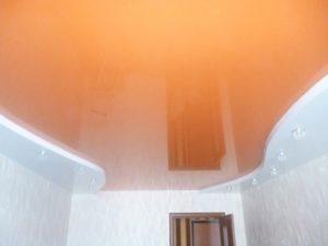 Оранжевый + белый. Освещение точечное. Тюмень.