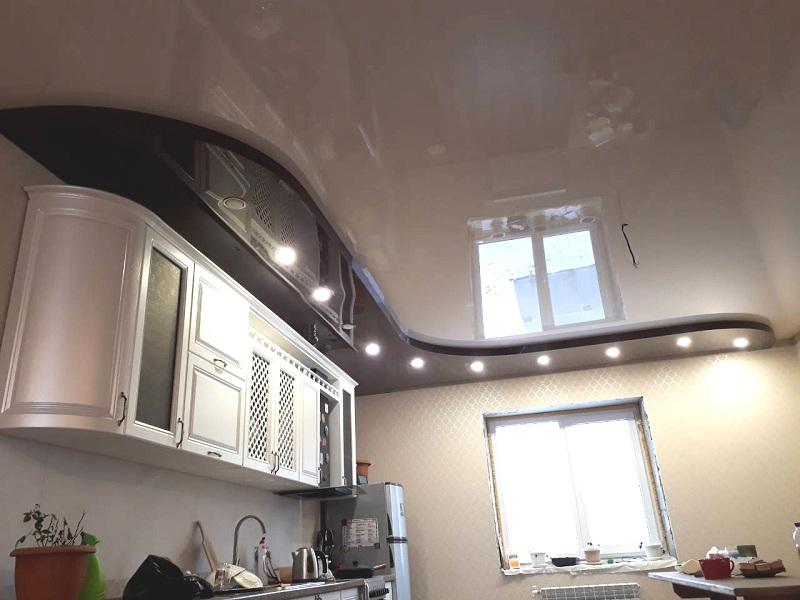 Угловые кухни в углу духовой шкаф фото было