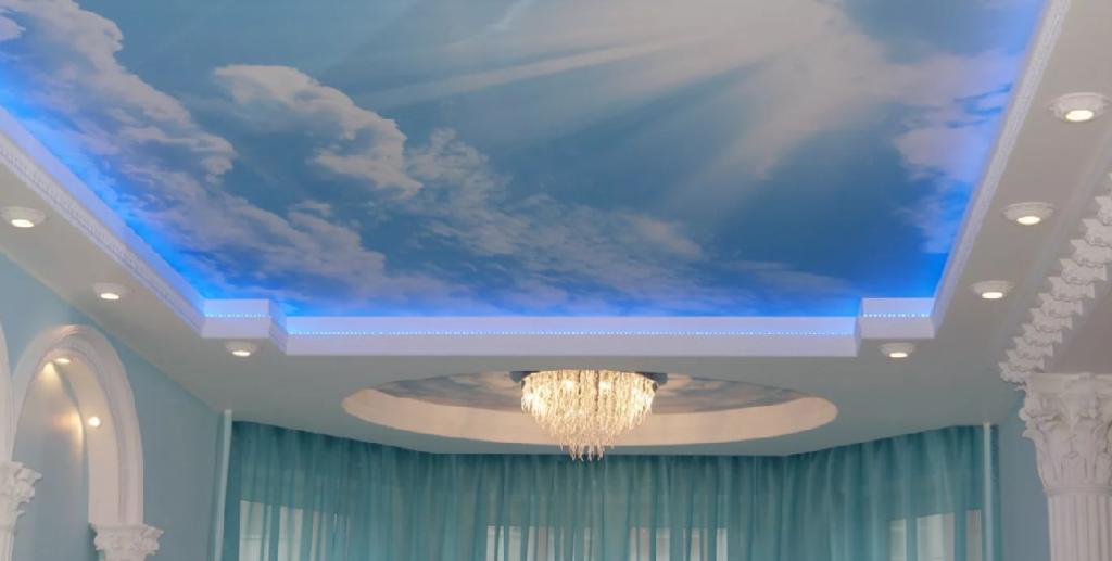 натяжные потолки залы